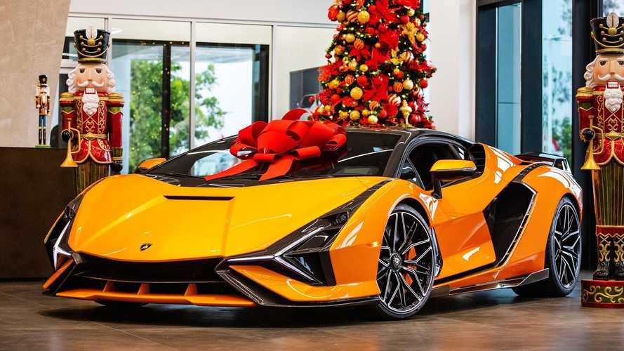 First Lamborghini Sian in North America has a crazy paint job