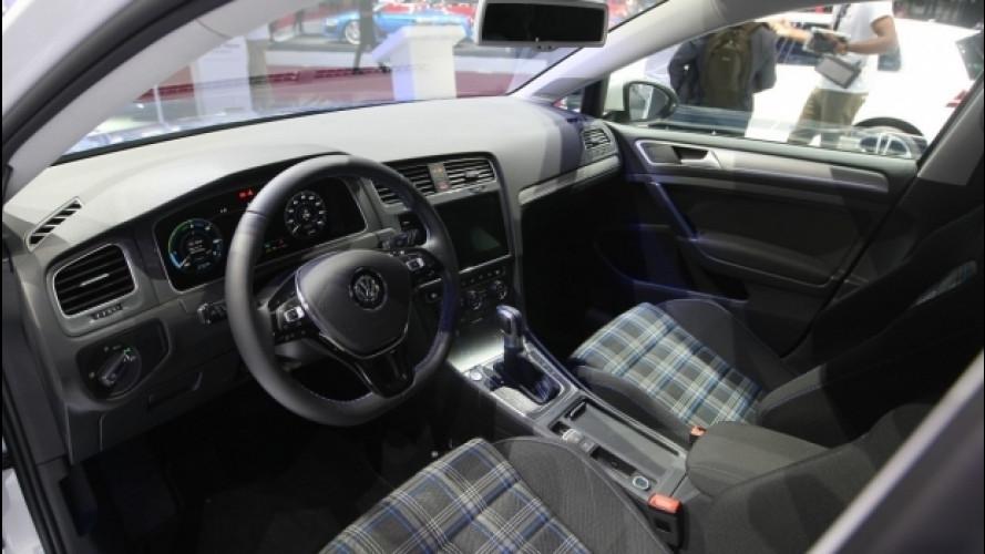 Salone di Parigi, in anteprima la plancia della Volkswagen Golf restyling