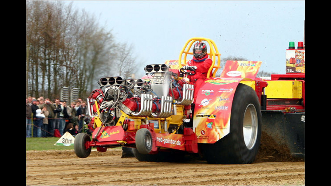 Tractor-Pulling: Red Painter