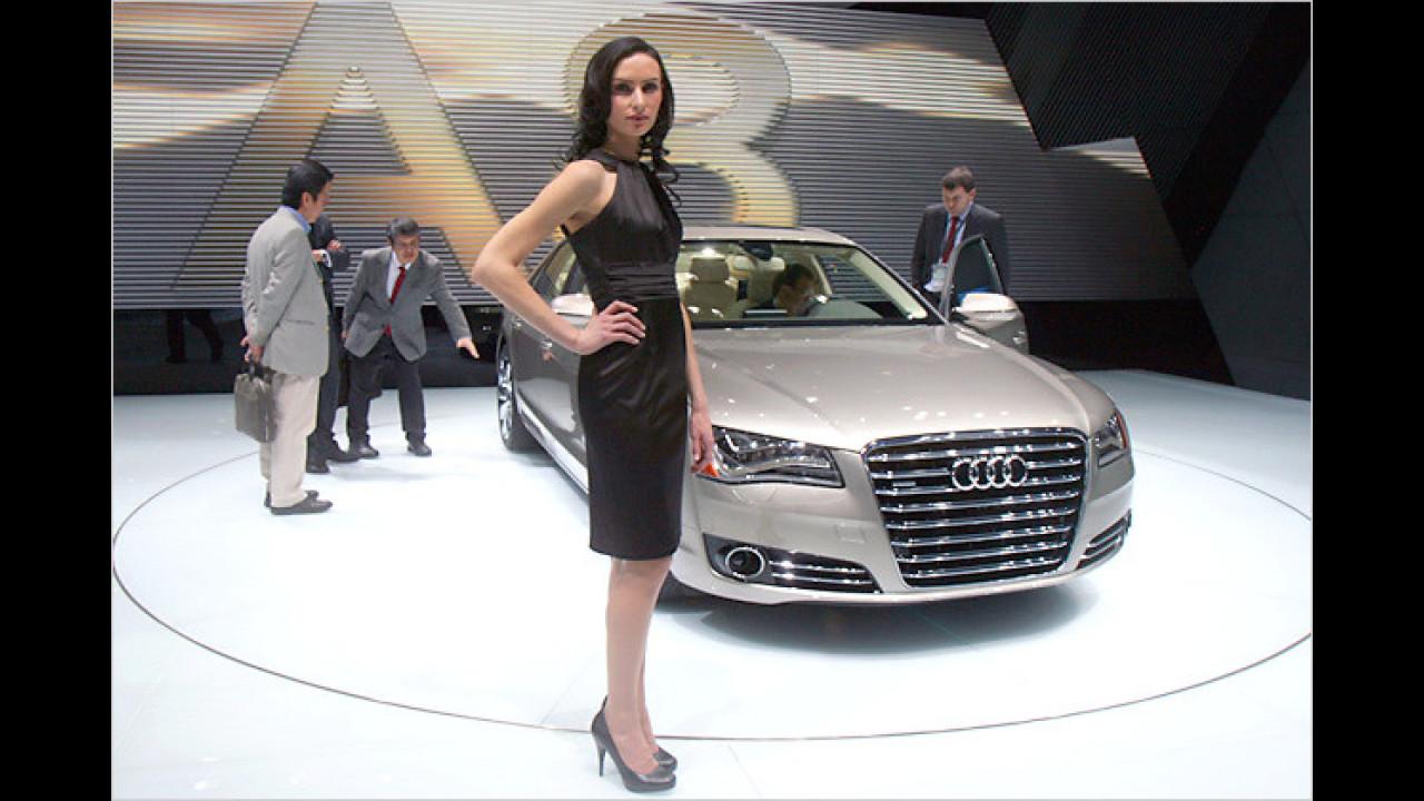 Ah, alle Achtung: Audi A8 und eine beachtliche Dame im Jahr 2010