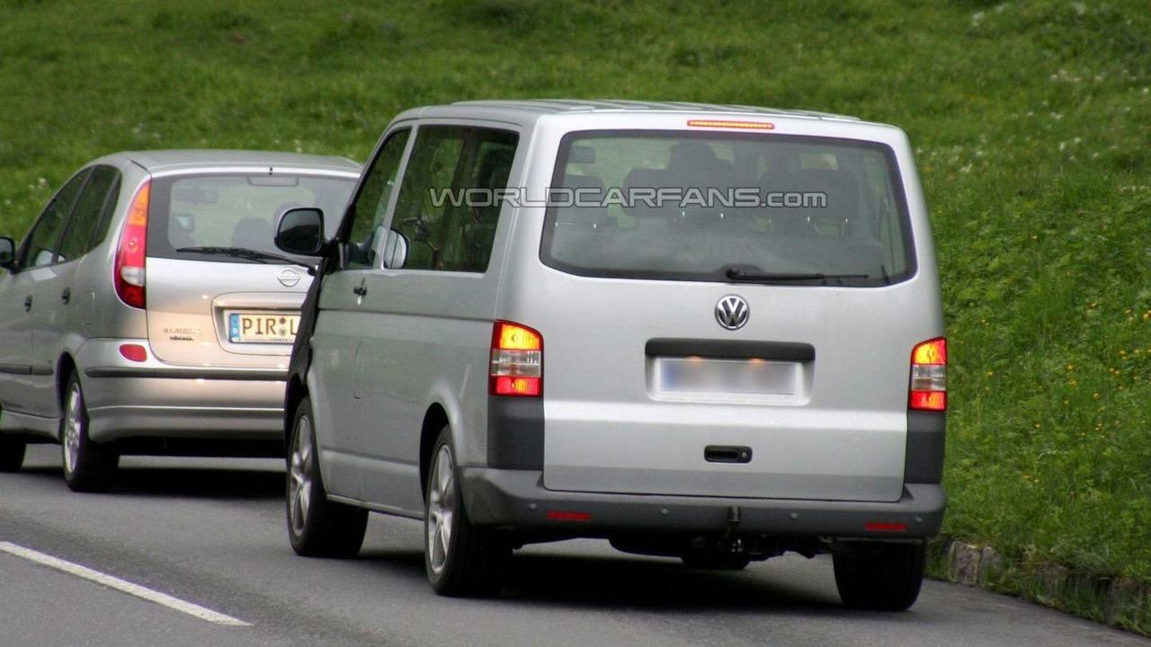 Volkswagen T5 Multivan facelift spy photo