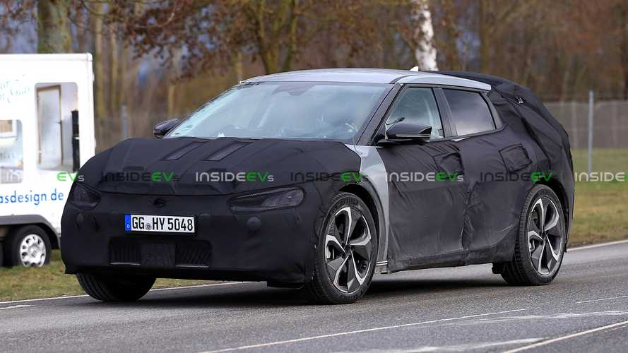 Kia CV prototype spotted fast charging: 175 kW at 43% SOC