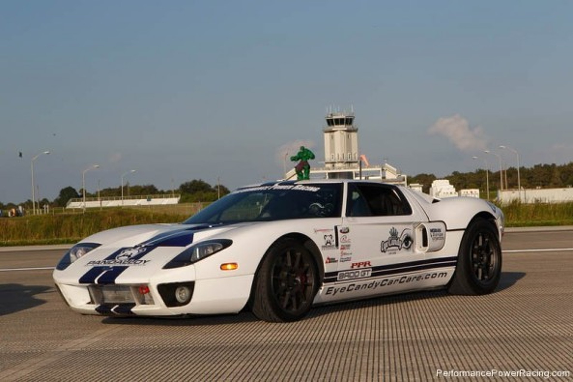 Ford GT Smashes Guinness World Record with 283 mph Top Speed