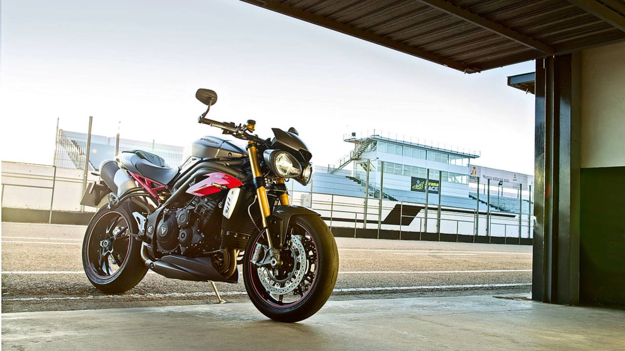Triumph Announces 2016 Speed Triple S and Speed Triple R