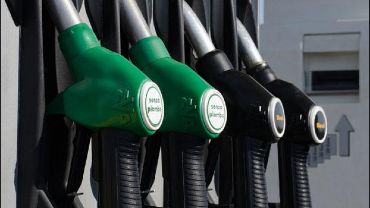 [Copertina] - Benzina, siamo i più tassati d'Europa