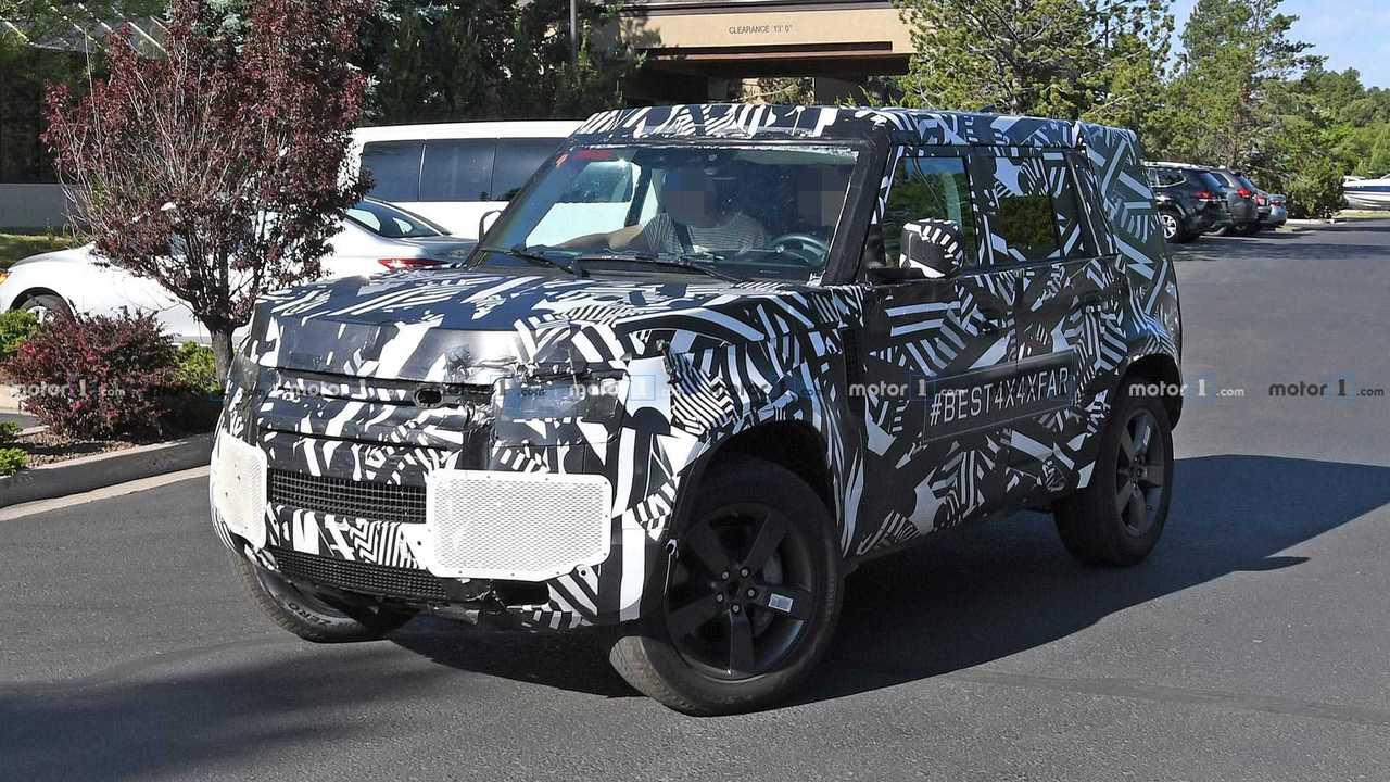 Land Rover Defender 2020 (flagra)