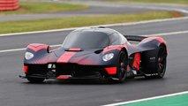 Aston Martin Valkyrie rodando en el circuito de Silverstone