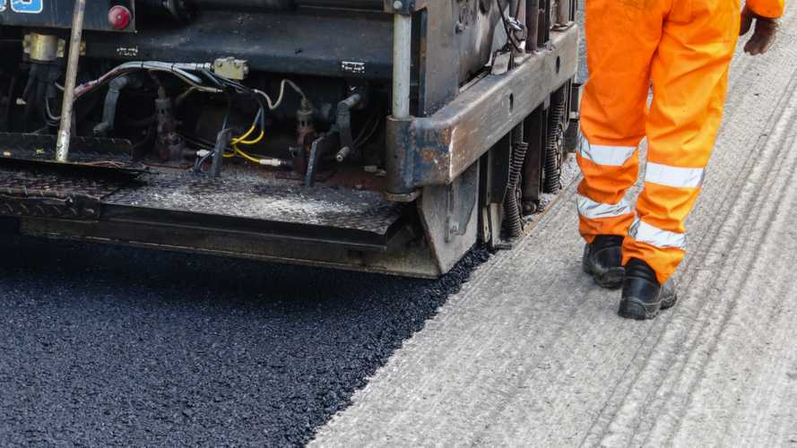 Eco-friendly tyre-based asphalt trialled on M1 near Leicester