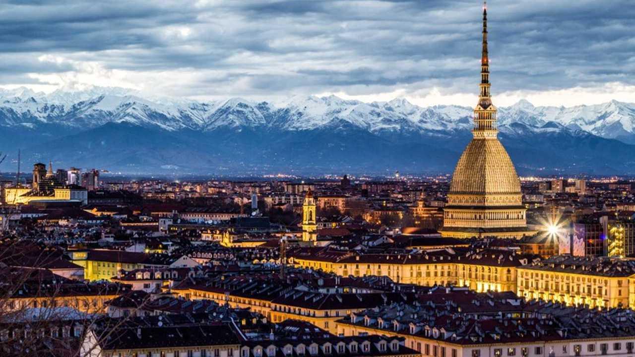 Auto elettriche a Torino, accesso ZTL, strisce blu e altre agevolazioni