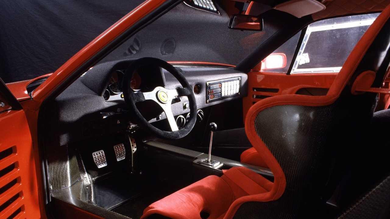 Ferrari F40: dimensiones y habitáculo