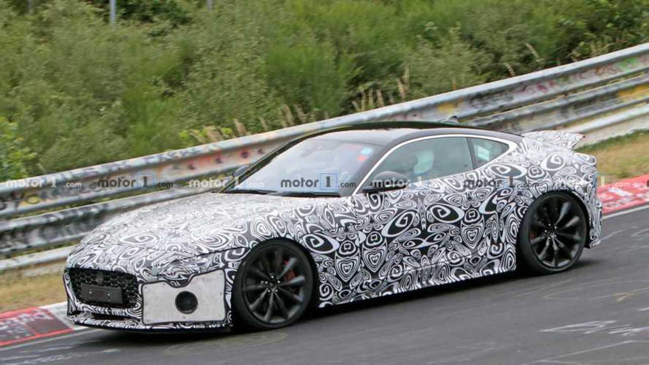 Jaguar F-Type Coupe casus fotoğraf