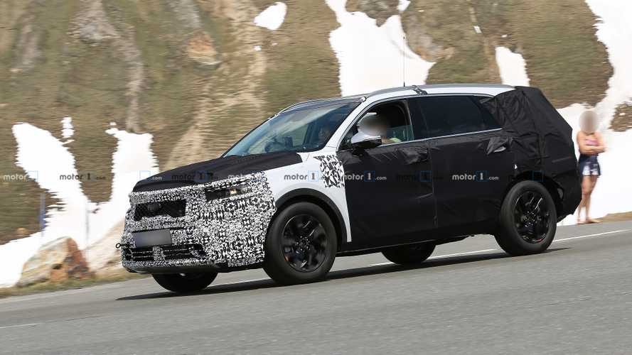 Next-gen Kia Sorento spied, expected to debut 2021