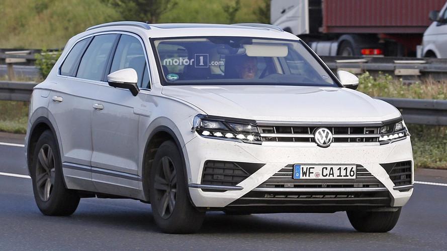 2018 VW Touareg spy photo