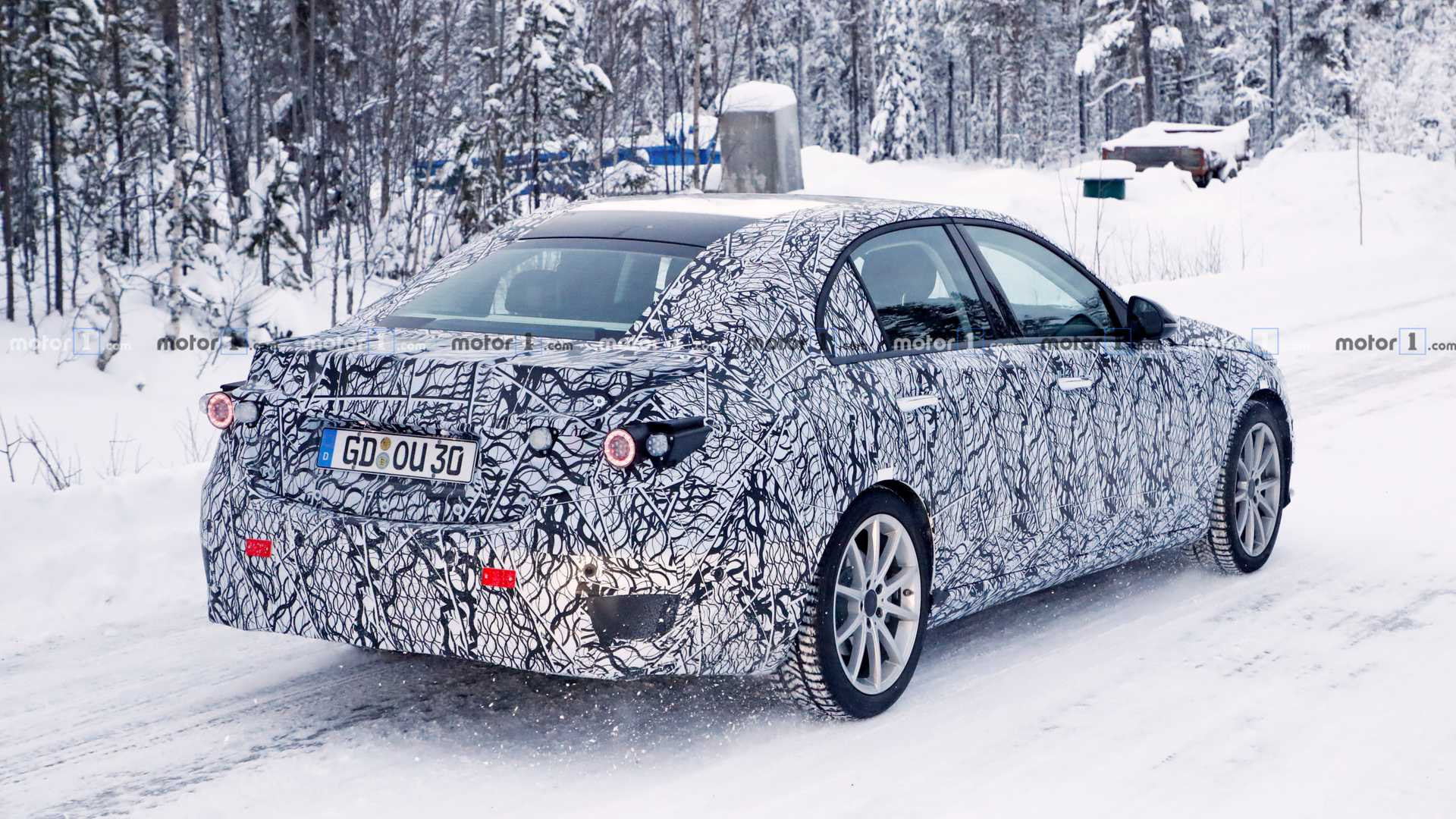 new-mercedes-benz-c-class-spy-photo.jpg