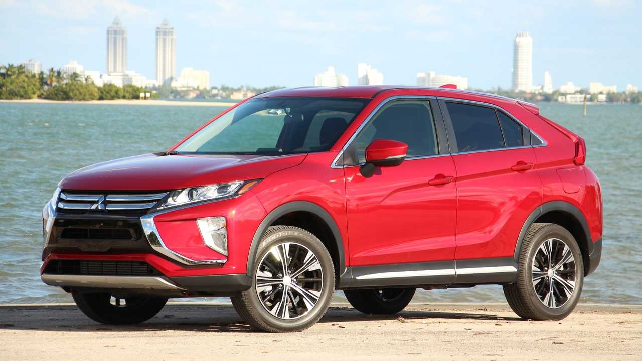 2019 mitsubishi eclipse cross se review so close yet so far. Black Bedroom Furniture Sets. Home Design Ideas