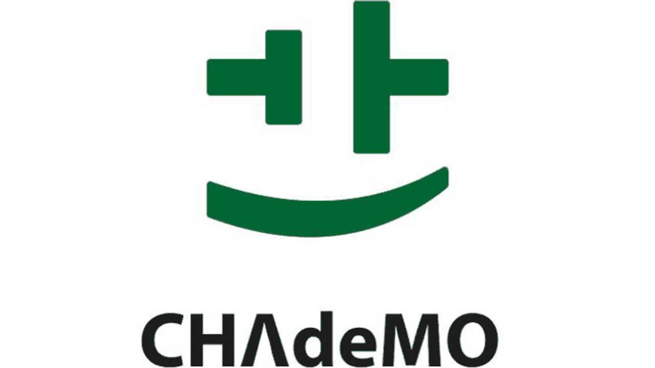 Nissan Makes CHAdeMO Smile