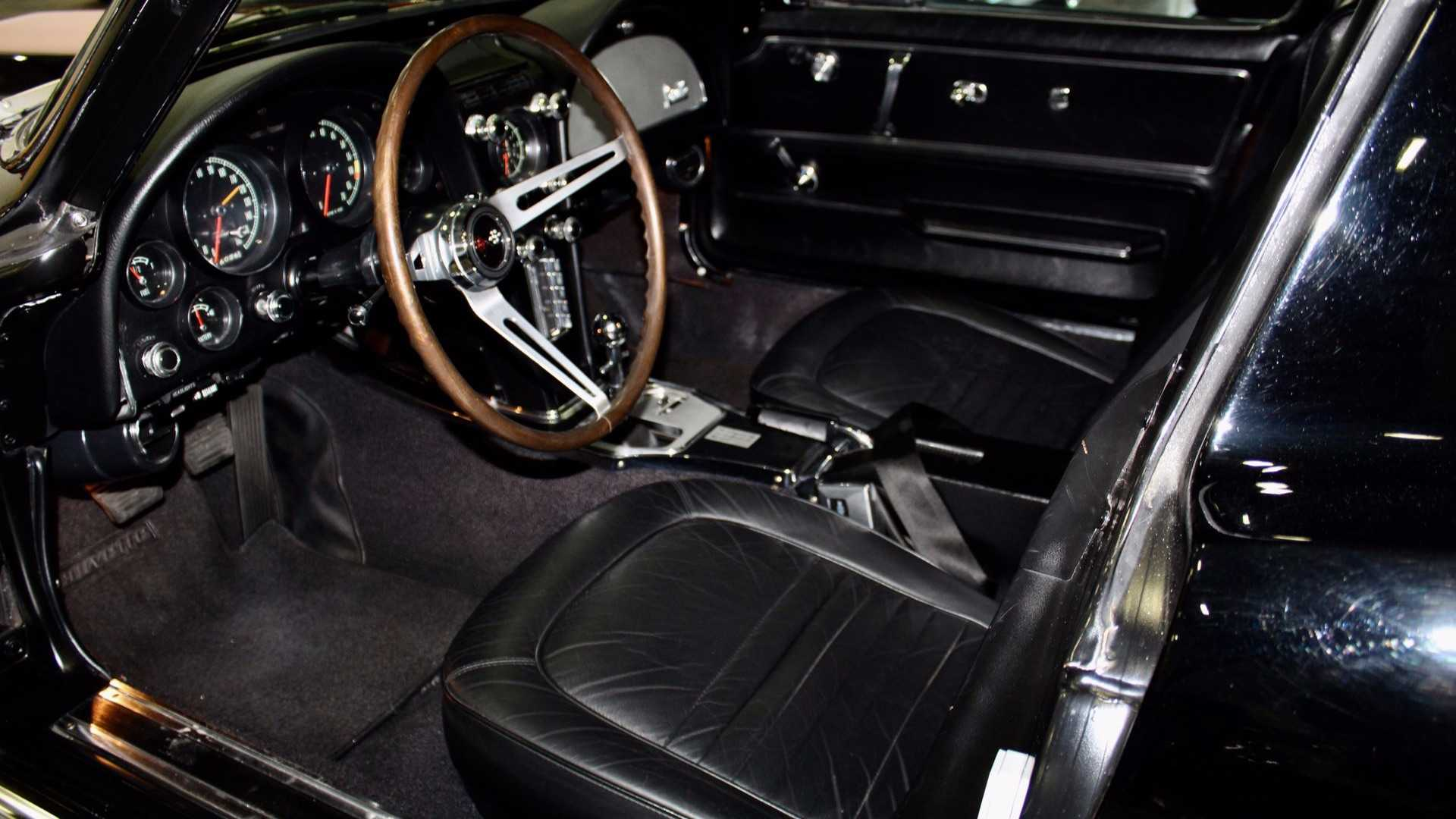 "[""This 1967 Stingray Defines The Term 'Show Quality'""]"
