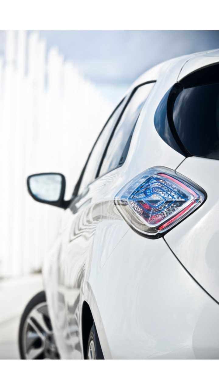 Renault Blinks:  Considers Plug-In Hybrids For First Time