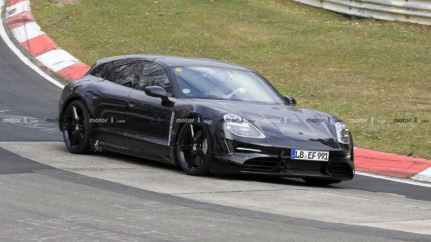 Séance de sport intense pour le Porsche Taycan Cross Turismo