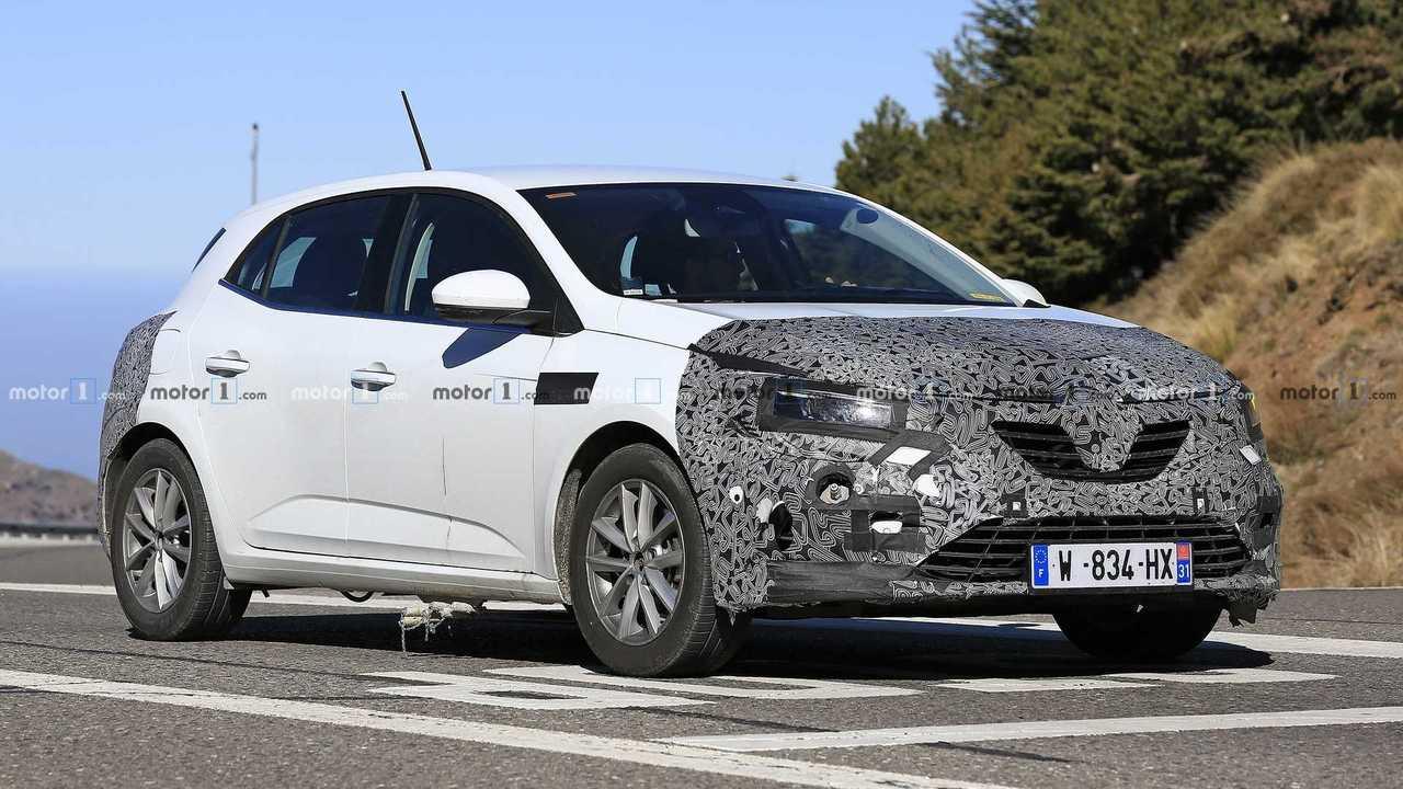 Renault Megane facelift spy photo