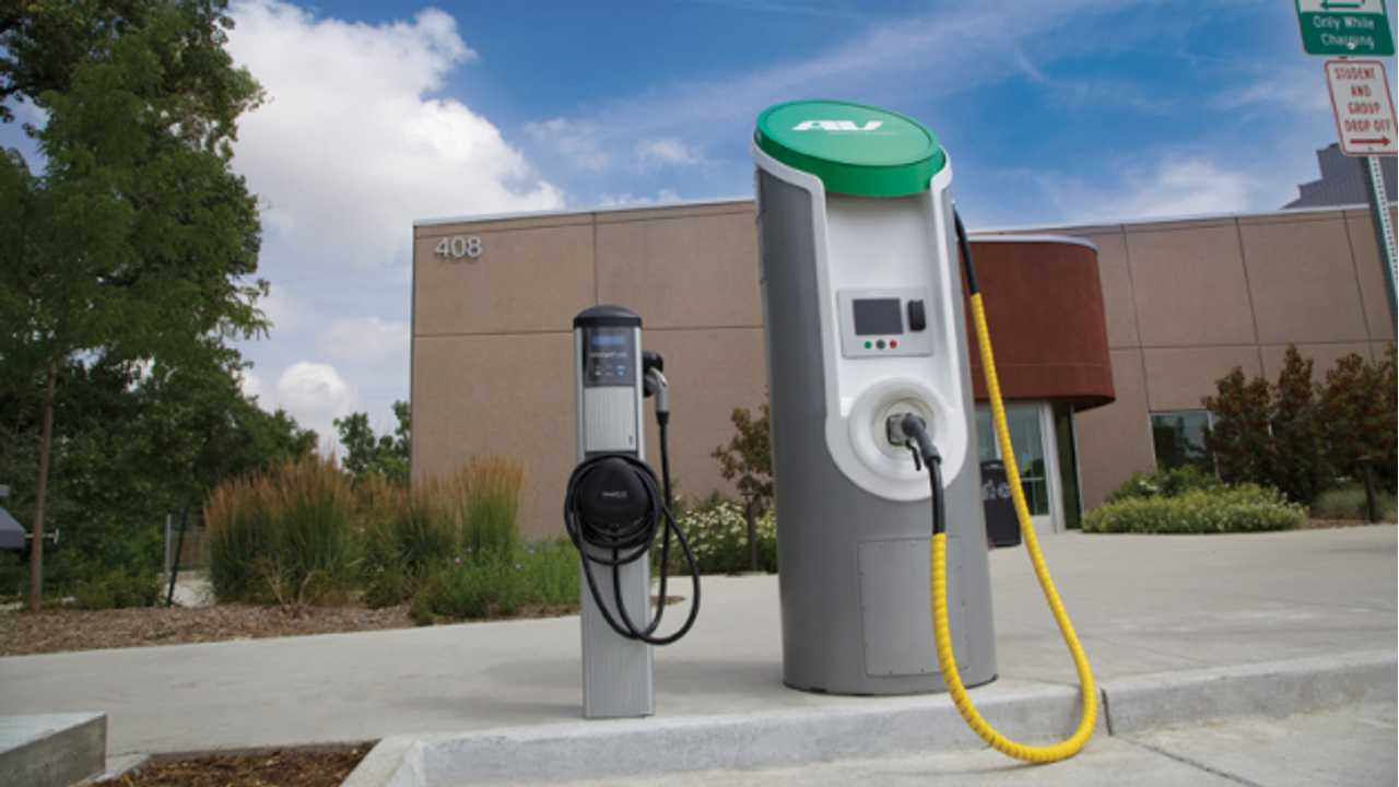 Colorado Gets its First Quick Charger; a $50,000 Unit Donated by Nissan