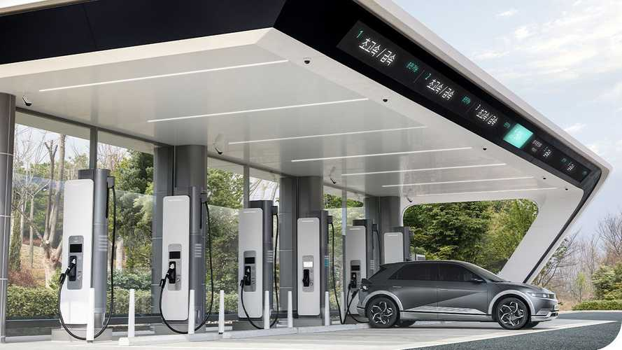 Hyundai Motor Group Teases E-pit Fast Charging Stations