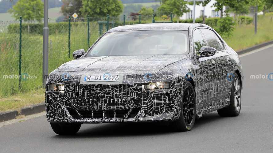 Yeni BMW 7 Serisi, dikkat çeken plakalığı ile görüntülendi