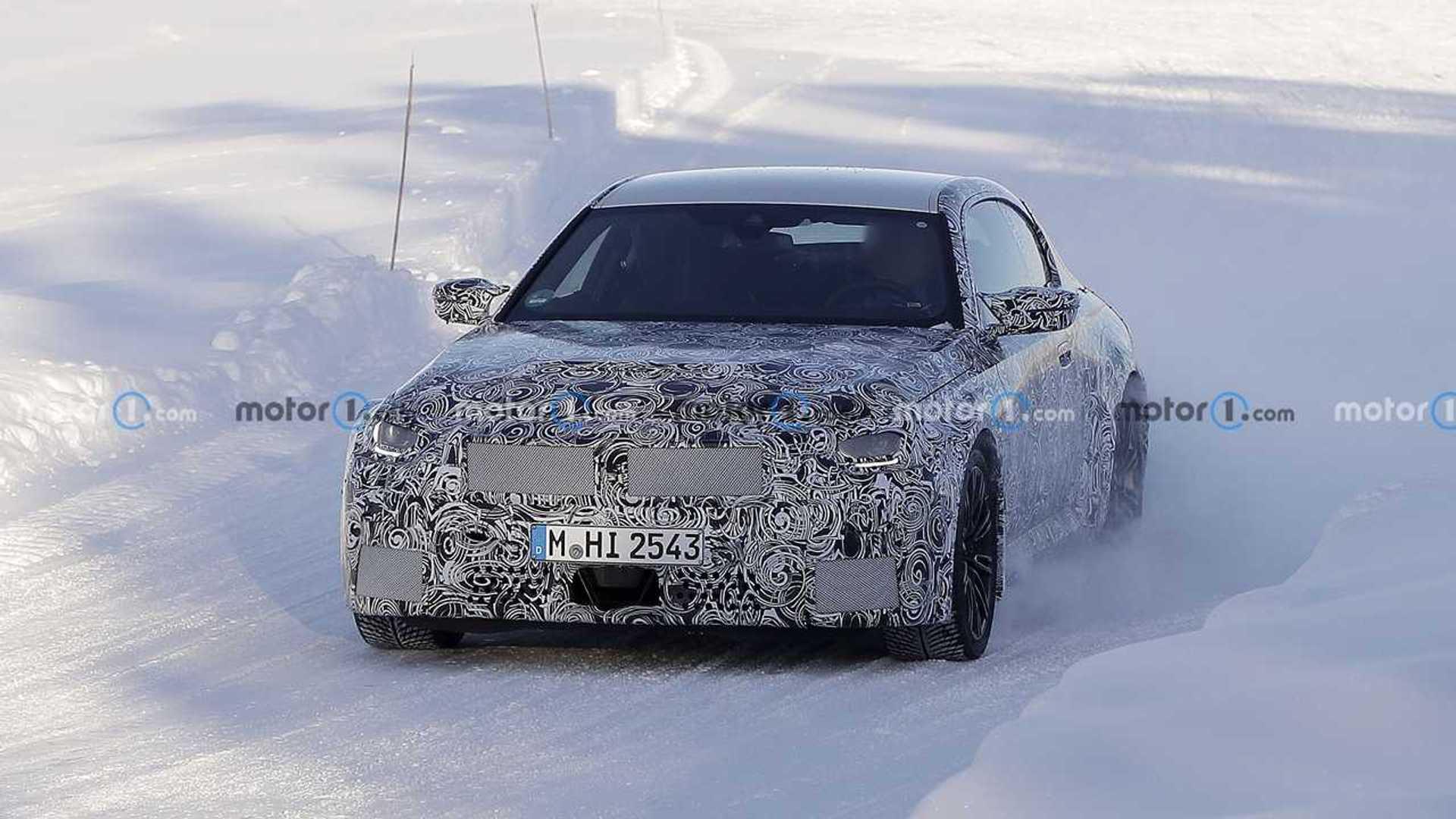 2023 BMW M2 spy photo