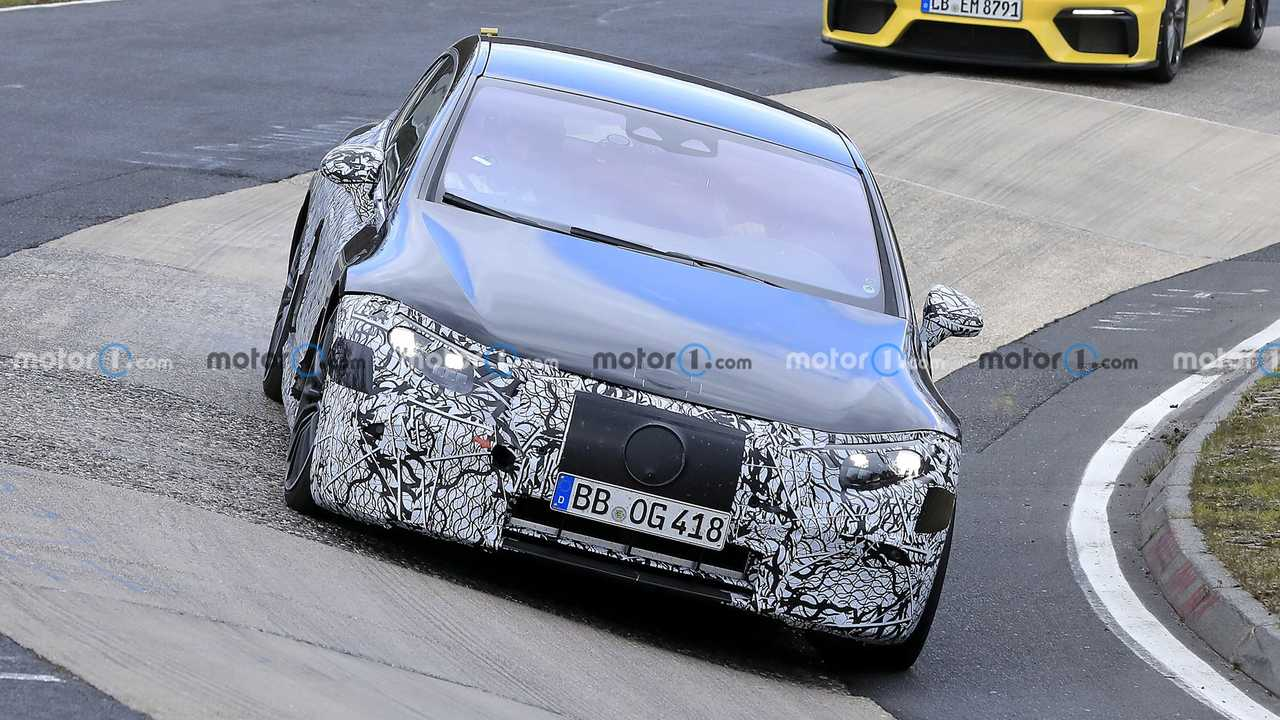 Mercedes-AMG EQS впервые заметили на Нюрбургринге (14 фото)