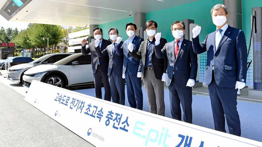 Hyundai Motor Group Launches First E-pit Fast Charging Stations