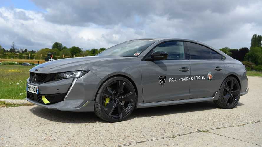 La 508 PSE et autres Peugeot électrifiées pour Roland-Garros