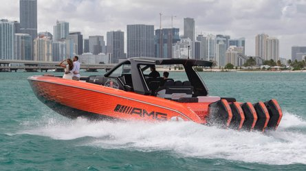 Mercedes-AMGs neues Cigarette Powerboat hat 2.250 PS