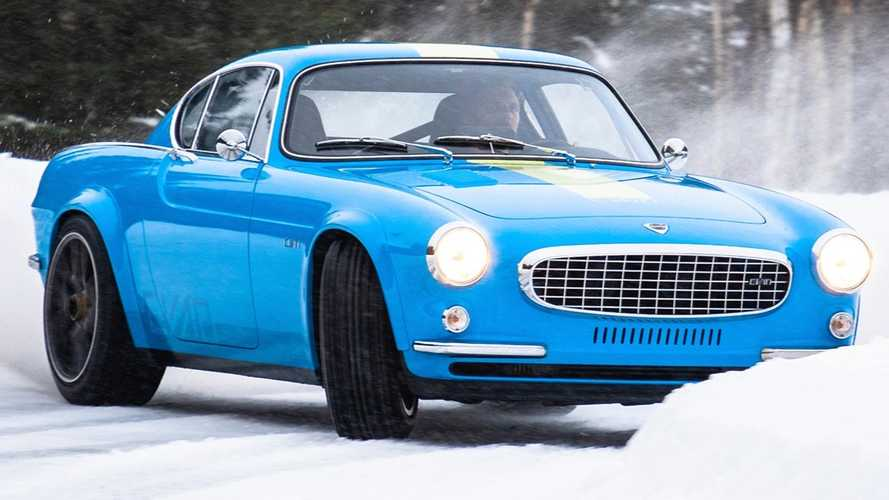 Watch the Volvo P1800 Cyan have fun in the snow