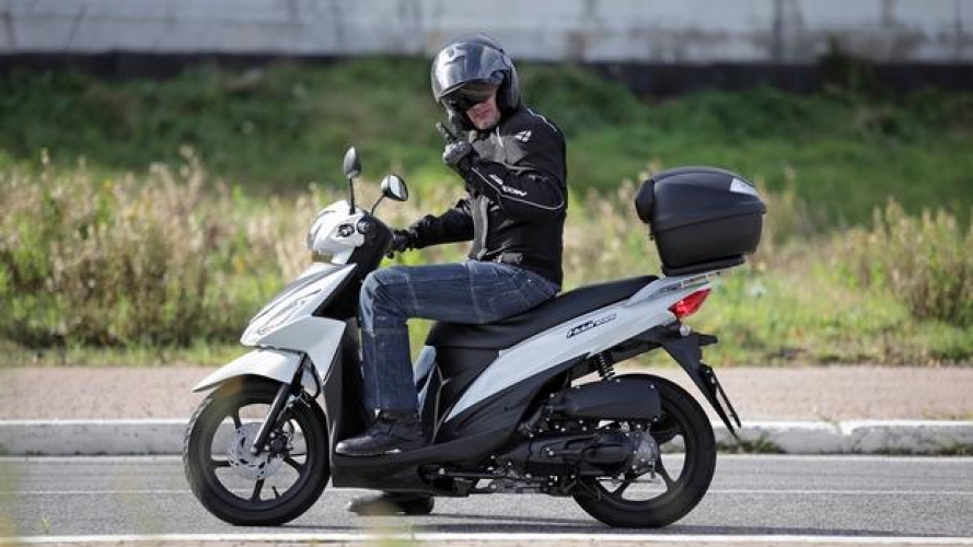 Suzuki Address 110 lo stermina traffico - TEST