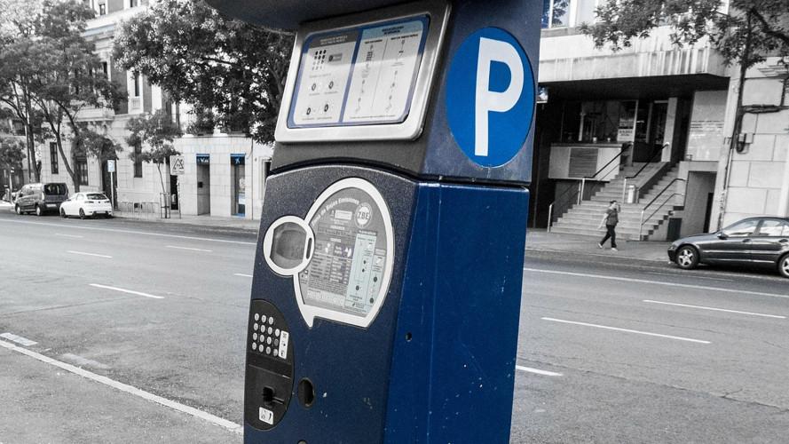 Strisce blu senza bancomat, rischio multa se non si paga