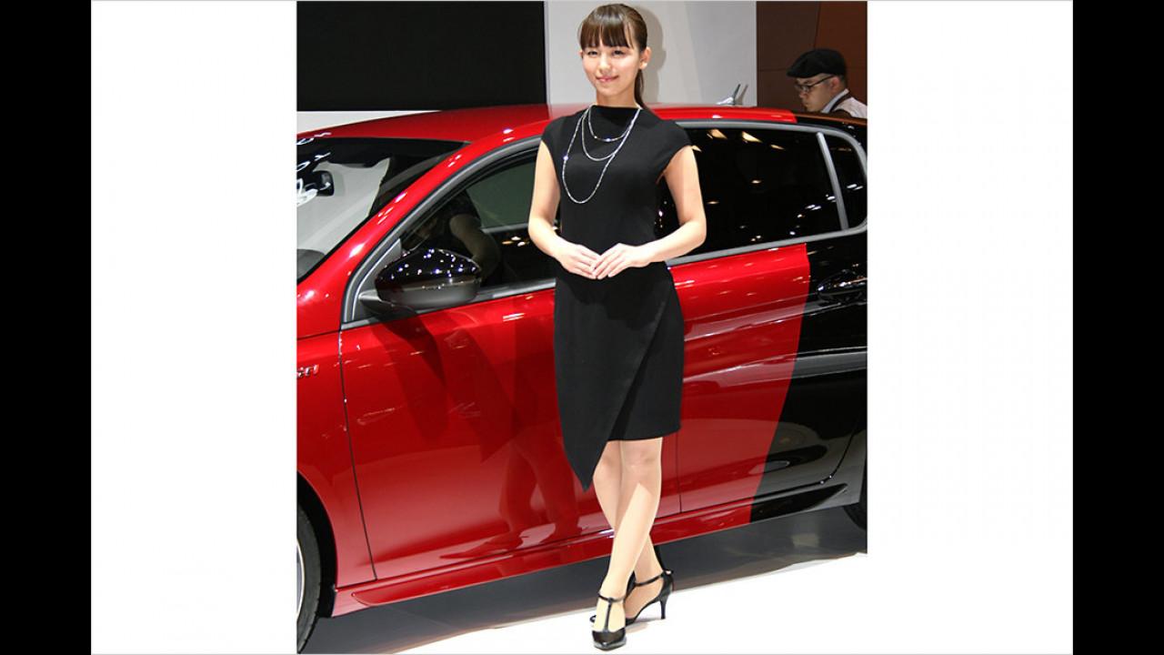 Da gibt es gleich zwei Möglichkeiten, das Kleid zum Auto zu wählen. Heute ist Schwarz dran.