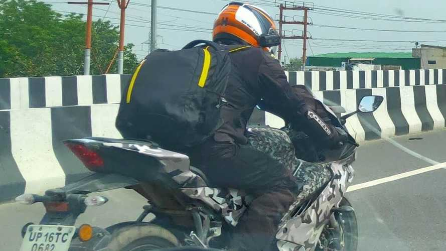 """R1 barata"", Yamaha R15 é flagrada em testes"