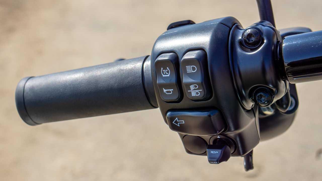 2021 Harley-Davidson Road King Special - Switchgear