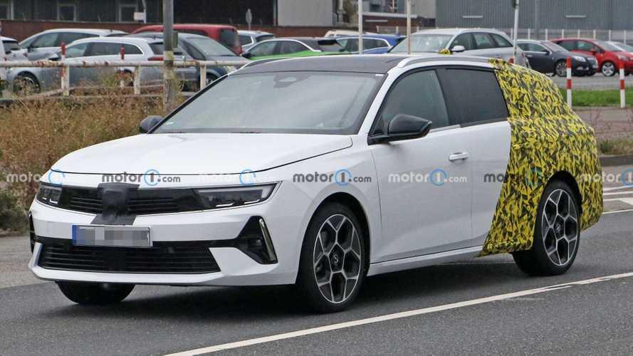 L'Opel Astra Sports Tourer surprise avec l'arrière train camouflé