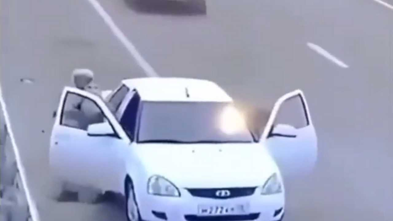 Autópályán ajtónyitás