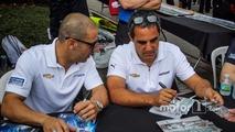 Tony Kanaan, Chip Ganassi Racing Chevrolet, Juan Pablo Montoya, Team Penske Chevrolet