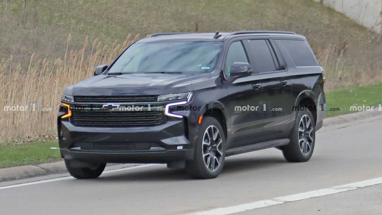 2021 Chevrolet Suburban RST Spied Without Camouflage