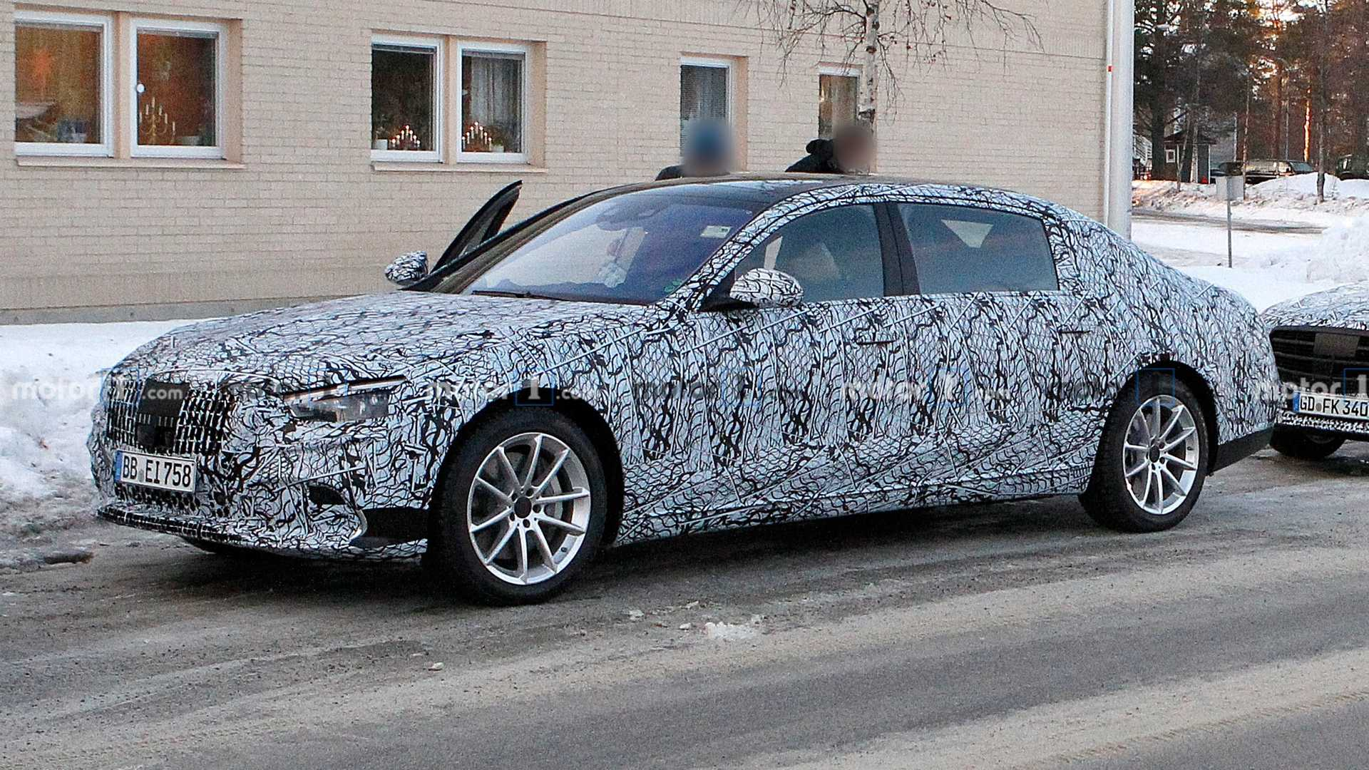 Mercedes-Maybach S-Class spied showing its pop-out door handles