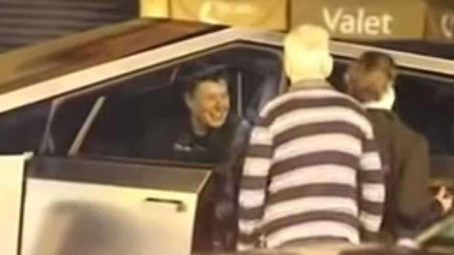 Чудной пикап Tesla Cybertruck снова поймали на обычных дорогах