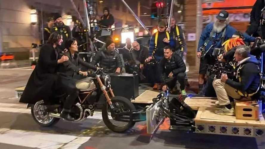 Keanu Reeves su una Ducati Scrambler 1100 per Matrix 4.0