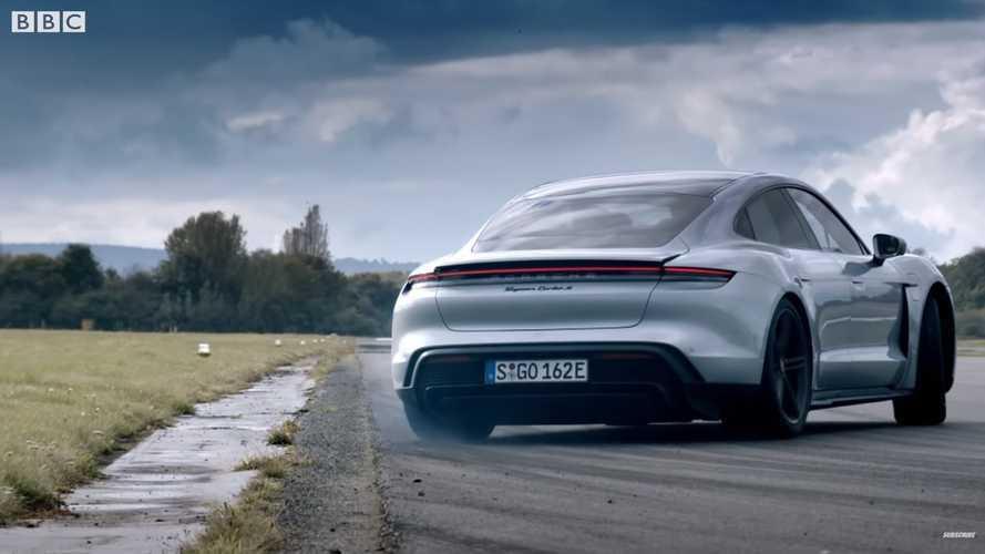 Chris Harris s'amuse avec la Porsche Taycan Turbo S