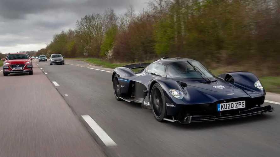 Aston Martin Valkyrie, iniziano i test su strada