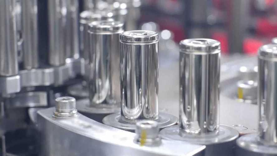Tesla si accorda con Panasonic: nuove batterie per Model S e Model X
