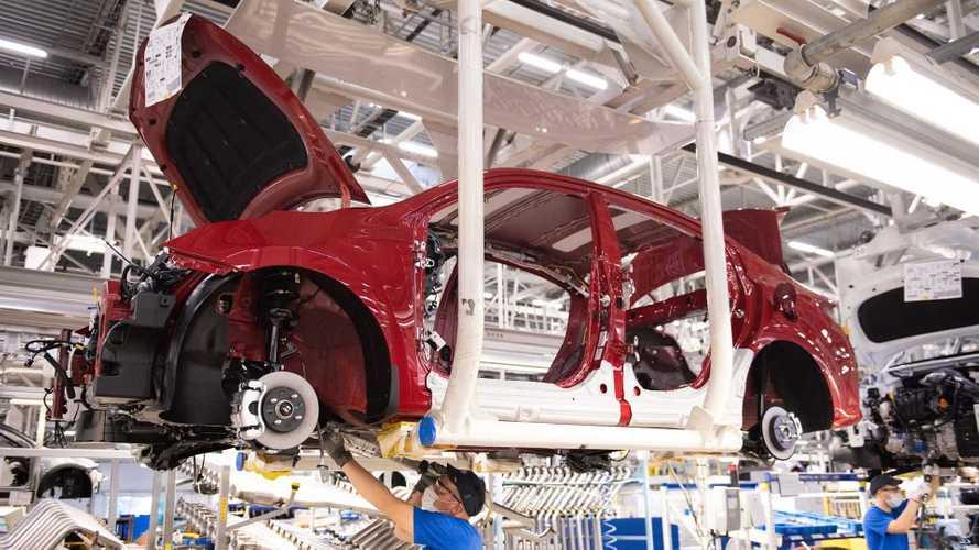 Обновленный Kia Rio встал на конвейер в России