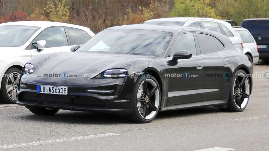 Porsche Taycan Cross Turismo spied camo-free with a smooth roof